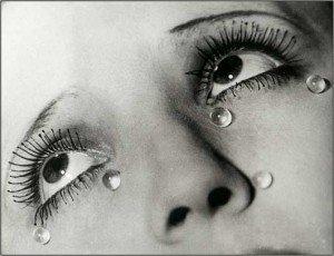 les-larmes-by-man-ray-1335255402_b-300x230 dans Les larmes des Français