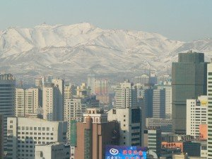 View_of_Urumqi_with_Yamalik_mountain